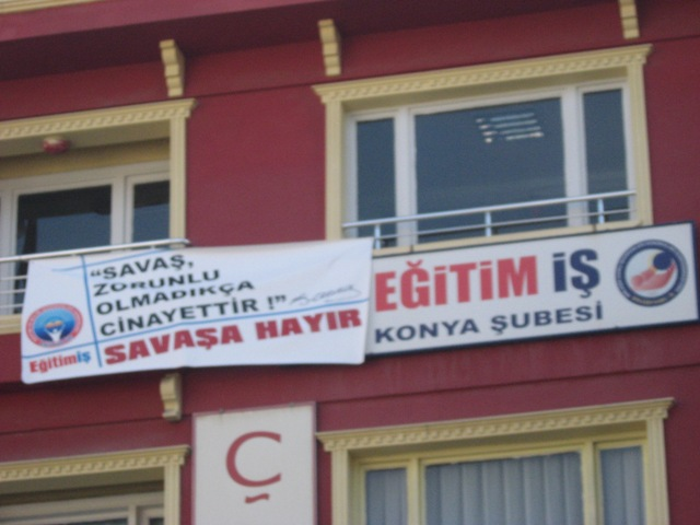 """EĞİTİM-İŞ """"SAVAŞA HAYIR!"""" DEDİ"""
